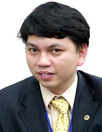 Ông Lê Hoài Anh, Trưởng phòng QHQT, đang chờ đợi phán quyết của FIFA. Ảnh: Minh Hải