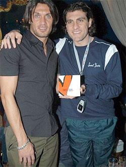 Bên ngoài sân cỏ, Maldini và Vieri là những người bạn rất thân