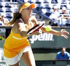 Thêm người đẹp Vaidisova dừng bước trước Serena (sau Sharapova).