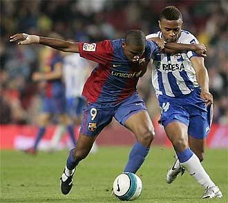 Eto'o (trái) và cả Ronaldinhi lẫn Messi đều đã lấy lại được phong độ tốt.