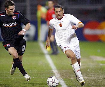 Roma cũng lo chẳng kém MU khi Tonetto không thể thi đấu. Ảnh: Getty Images.