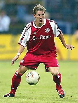 """Tiền vệ trẻ Schweinsteiger được coi là """"lá phổi"""" trong lối chơi của Bayern."""