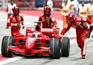 Raikkonen phải sớm chia tay đường đua Barcelona.