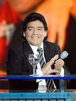 Maradona trong một lần xuất hiện trước công chúng gần đây, sau khi ra viện.
