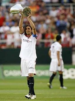 Sau Cup UEFA, Sevilla còn hy vọng sẽ còn được nâng cao danh hiệu vô địch Liga trước các CĐV nhà.