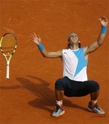 Nadal phấn khích sau khi khó nhọc hạ Federer.