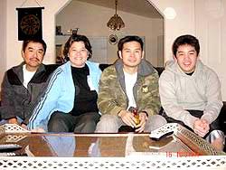 Hương Trà cùng chồng và 2 con.