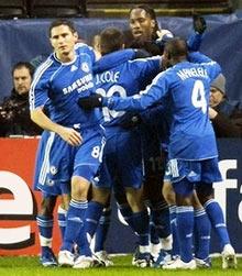 Chelsea ăn mừng bàn thắng.