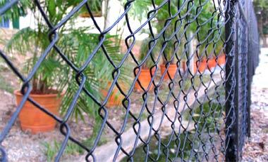Mương nước bẩn gần khu vực ở của đoàn thể thao Việt Nam. Ảnh: Minh Kha.