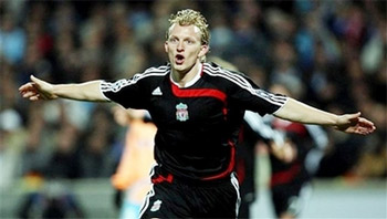 Dirk Kuyt bay cao cùng Liverpool.