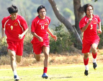U23 VN không bay bổng mà vẫn hăng say tập luyện cho mục tiêu ngôi cao nhất. Ảnh: Trường Huy.