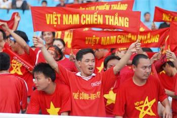 CĐV Việt Nam phấn khích với thắng lợi khó tin.