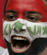 Một fan bóng đá Iraq, sau trận nước này thắng ở trận bán kết AFC. Ảnh: Reuters.