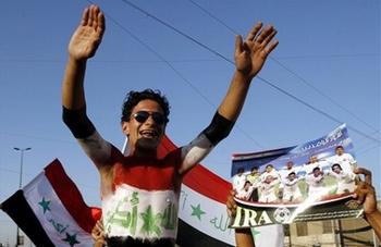 Fan bóng đá Iraq ở Sadrr City, Baghdad. Ảnh: