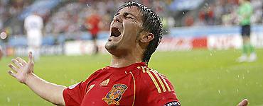 Với 4 bàn thắng, David Villa còn là vua phá lưới.