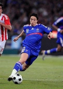 Nasri, tài năng 19 tuổi người Pháp mới gia nhập sân Emirates, có khả năng sẽ được HLV Wenger bố trí đá thay vị trí của Hleb.