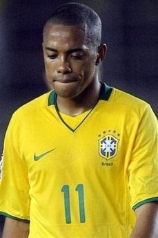 Cựu thần đồng bóng đá Brazil.