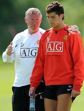 Ronaldo là lý do khiến MU đau đầu trong mùa hè, ngay sau thành công tại Champions League.