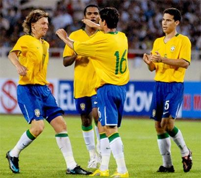 Brazil ăn mừng bàn thắng ấn định kết quả 2-0. Ảnh: Hoàng Hà.