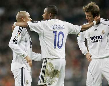 Carlos (bên trái), Robinho và Beckham khi còn thi đấu cùng nhau.