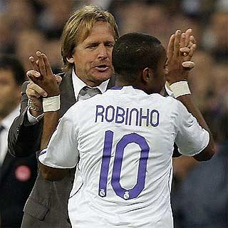 Tiền đạo người Brazil luôn được Schuster đánh giá cao, ít nhất là hơn Robben.
