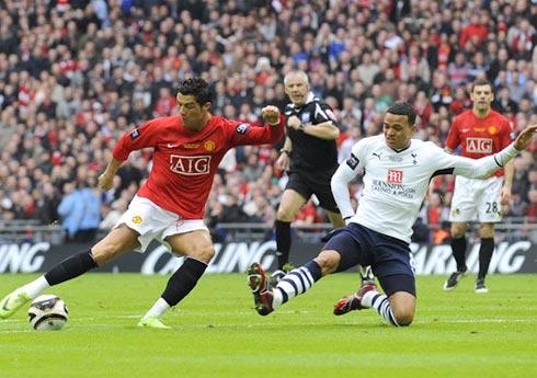 Tottenham đã làm tất cả những gì có thể, nhưng thiếu một chút may mắn để qua mặt MU, bảo vệ thành công Cup Liên đoàn. Ảnh: Guardian.