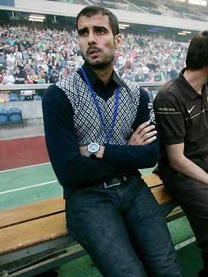 Guardiola giờ mới được nếm trải mùi vị của sức ép.