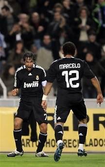Niềm vui của Raul và Marcelo trong trận thắng Espanyol đã được nhân đôi.