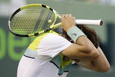 Rafael Nadal thất vọng. Ảnh: AFP.