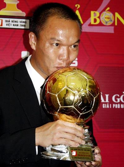 Dương Hồng Sơn mới giành Quả bóng vàng 2008. Ảnh: An Nhơn.