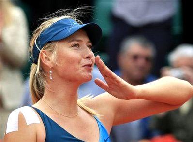 Maria Sharapova chiến thắng dù chưa hoàn toàn bình phục chấn thương. Ảnh: AFP.