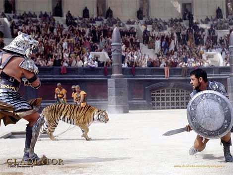 Một cảnh trong phim Gladiator với màn tỏa sáng của diễn viên Rusell Crowe (bên phải).