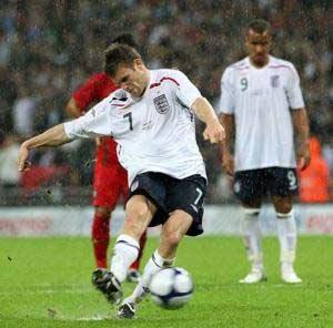 Milner làm đồng đội một phen liên tưởng tới thất bại của Chelsea.