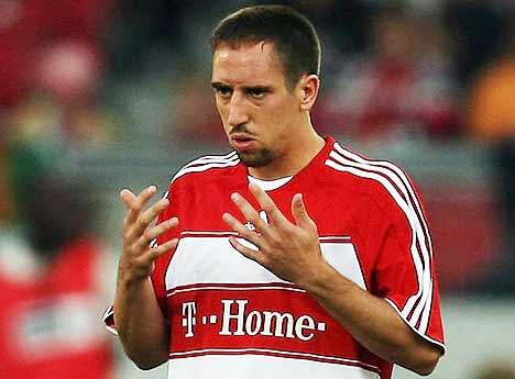 Ribery buộc lòng phản ứng vì thái độ cứng rắn của Bayern.