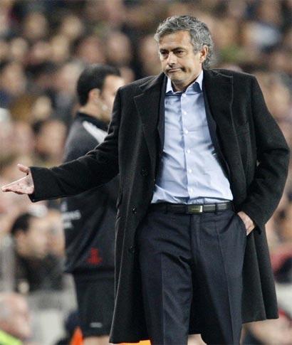 Trong mắt giới truyền thông, Mourinho giờ chỉ là một HLV bất tài ở châu Âu. Ảnh: Reuters.