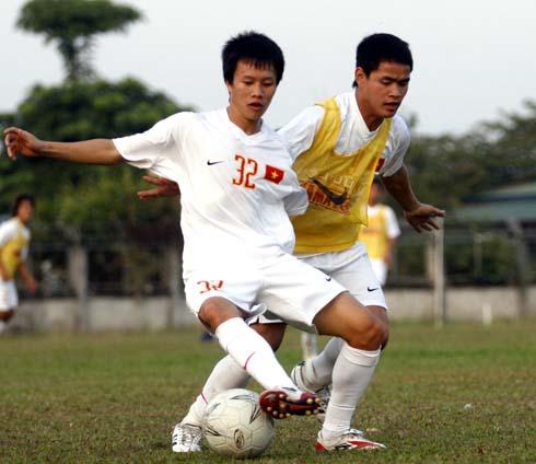 Đình Tùng nhiều khả năng thi đấu ngay từ đầu ở trận gặp Singapore.