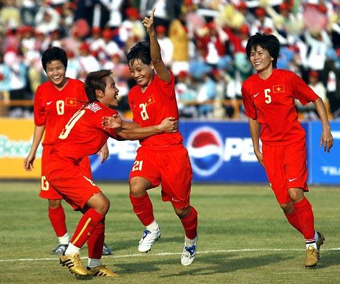 Đội nữ Việt Nam để tuột chiến thắng trước Thái Lan, nên cần phải thắng Lào để chắc chắn vào chung kết tranh HC vàng. Ảnh: An Nhơn.