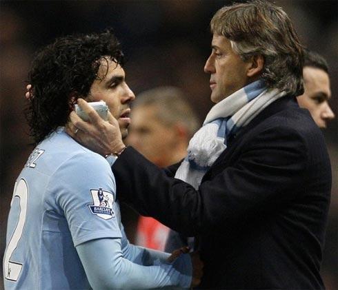Man City cũng chờ đợi tin vui chiến thắng của thầy trò Mancini báo về từ Riverside hôm nay. Ảnh: Reuters.