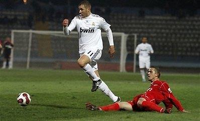 Benzema là trung phong còn lại mà HLV Pellegrini đặt niềm tin.