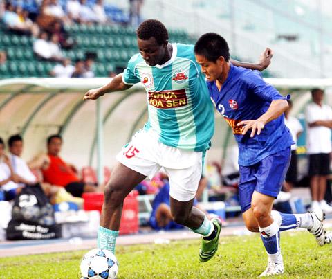 Ngoại binh của Navibank Sài Gòn chưa thể hiện được nhiều trong trận Cup quốc gia. Ảnh: An Nhơn.