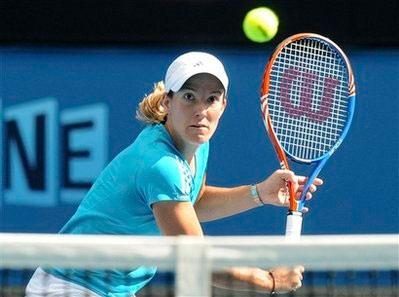 Justine Henin quá mạnh so với đối thủ người Trung Quốc.