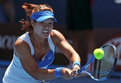 Na Li lần đầu giành vị trí thứ 10 WTA sau thành công ở Melbourne. Ảnh: AP.