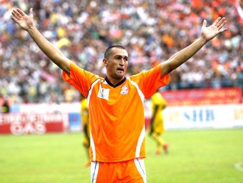 Gaston lập hat-trick giúp Đà Nẵng thắng Hải Phòng 3-2. Ảnh: An Nhơn.