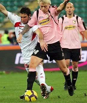 Kjaer đã hạn chế được tối đa sự nguy hiểm của hàng tiền đạo đối phương trong trận Palermo thắng Parma với tỷ số 2-1.