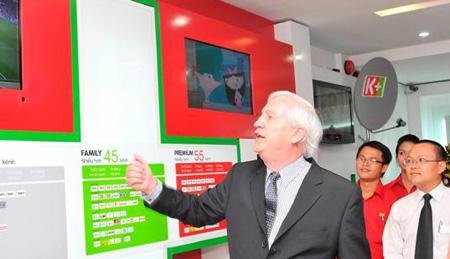 Ông Arnaud de Villeneuve giới thiệu về K+ store.