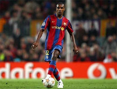 Sự tỉnh táo của Abidal góp phần kiềm chế tầm hoạt động của Walcott trong trận tứ kết lượt về Champions League.