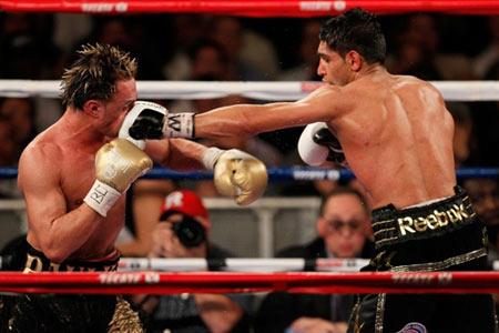 Amir Khan quá mạnh so với đối thủ. Ảnh: AFP.