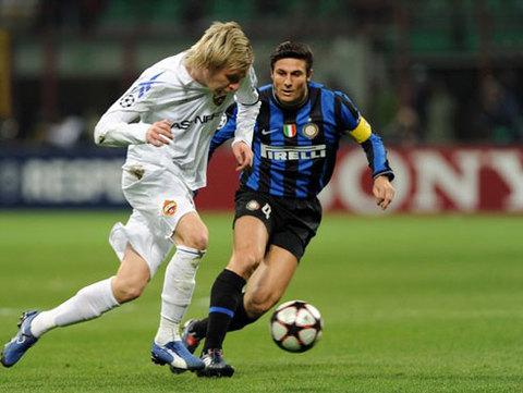 Sự đa năng của Zanetti được kỳ vọng sẽ giúp Mourinho đối phó được với Robben. Ảnh: AFP.