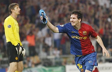 Messi chia vui sau bàn thắng vào lưới của Van der Sar trong trận chung kết Champions League 2009.