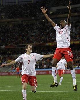 Thụy Sĩ rộng cửa đi tiếp sau chiến thắng đầy bất ngờ trước Tây Ban Nha.